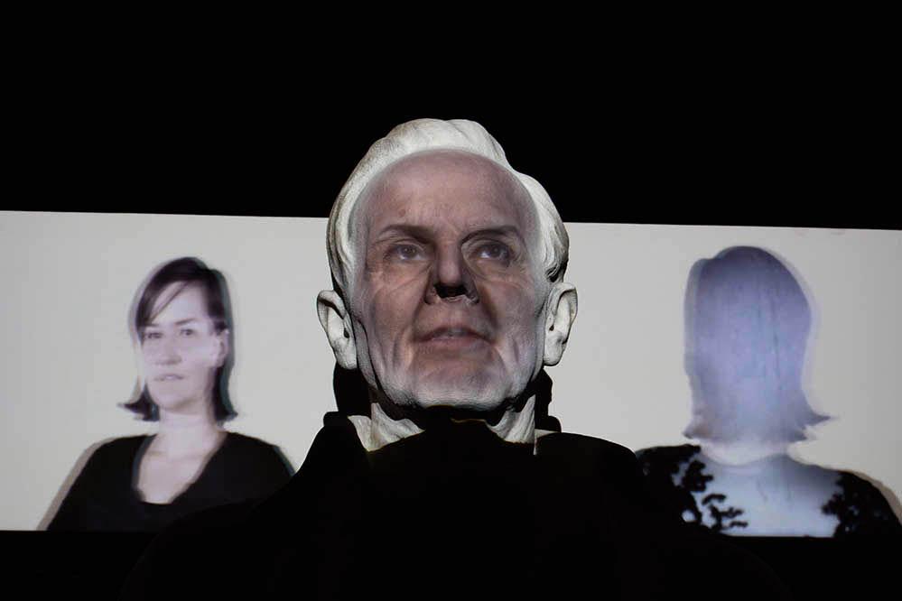 """""""Ich bin viele Gesichter"""". Eine Installation von Michael Bachhofer und Karl Wratschko beim Klanglicht Festival 2018 in Graz"""
