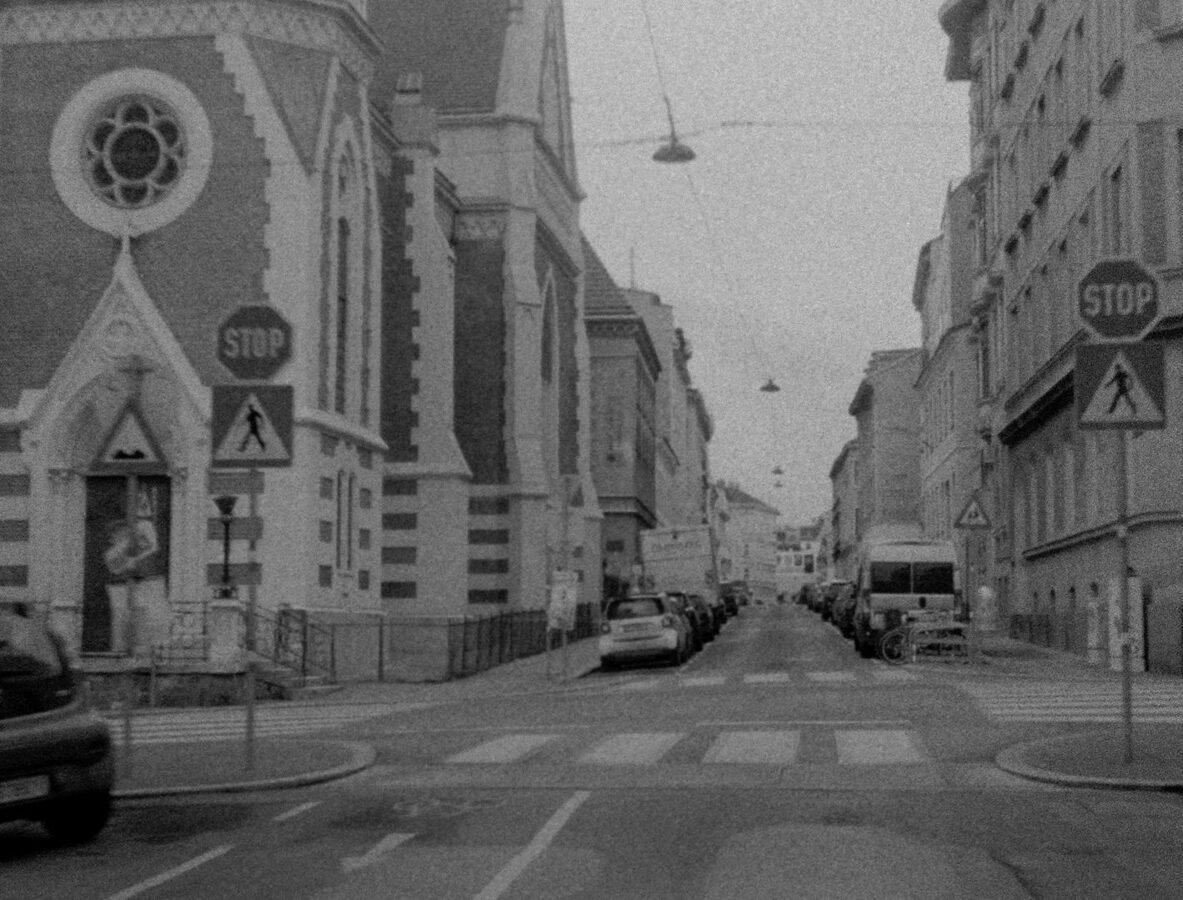 Remade: Hans Scheugl's 'Wien 1180, Schumanngasse'. A film by Karl Wratschko